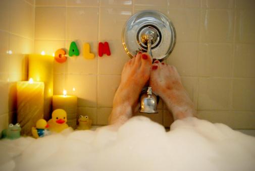 10 astuces cocooning pour un hiver tous doux bain-moussant